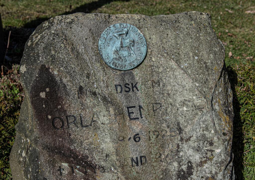 Orla Henriksens gravsten