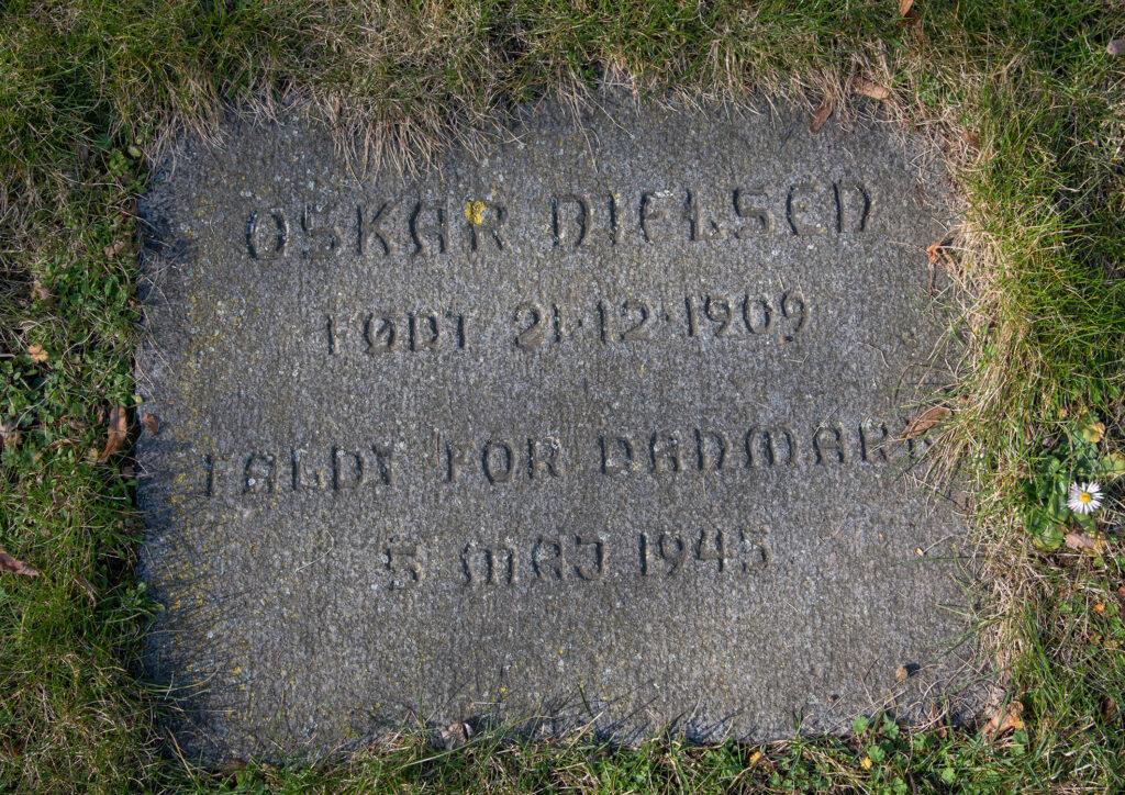 Mindesten for Oskar Nielsen