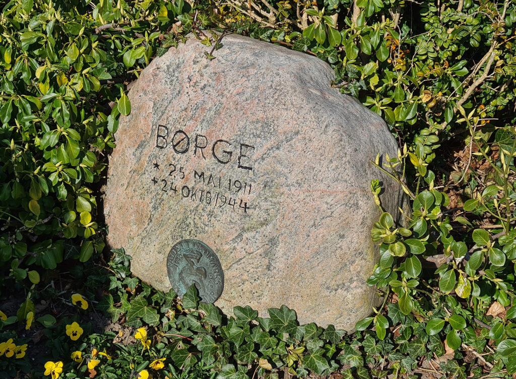 Gravsten over Børge Chr. Larsen på Assistens Kirkegård