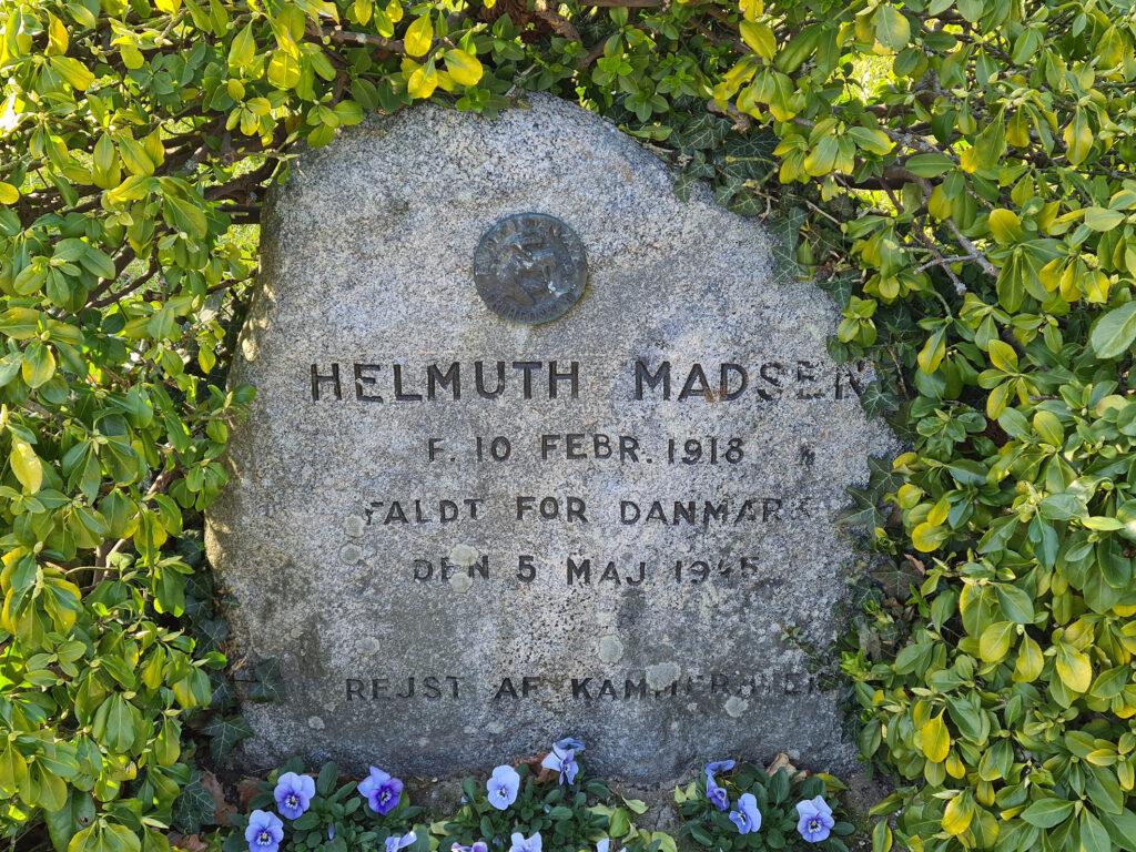 Gravsten over Helmuth Madsen på Assistens Kirkegård
