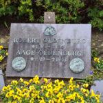 Gravsten over Robert og Aage Oldenburg på Assistens Kirkegård